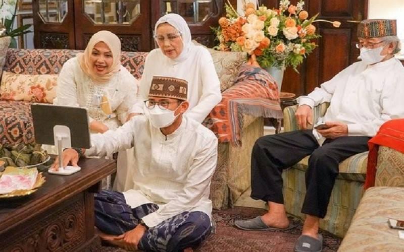 Menteri Pariwisata dan Ekonomi Kreatif Sandiaga Uno dan keluarga saat merayakan Idulfitri, Kamis (13/5/20210. - Instagram @sandiuno