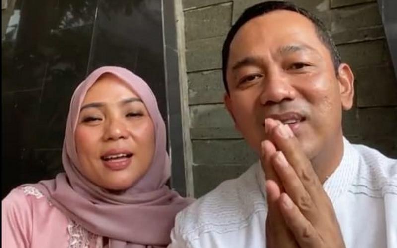 Wali Kota Semarang, Hendrar Prihadi (kanan), bersama istrinya menyapa warga Semarang melalui open house yang diselenggarakan secara virtual, Kamis (13/5/2021)  -  Istimewa / Instagram @hendrarprihadi