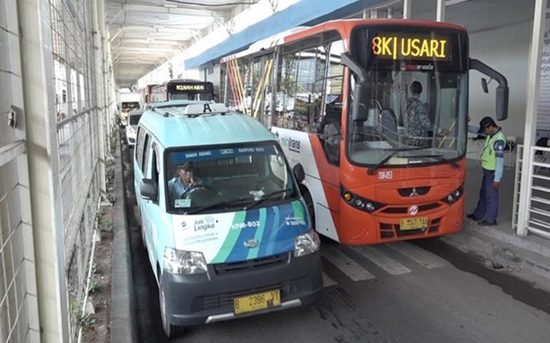 Angkutan Jak Lingko dan Bus Transjakarta merupakan transportasi publik yang disediakan Pemprov DKI untuk warganya. - Istimewa