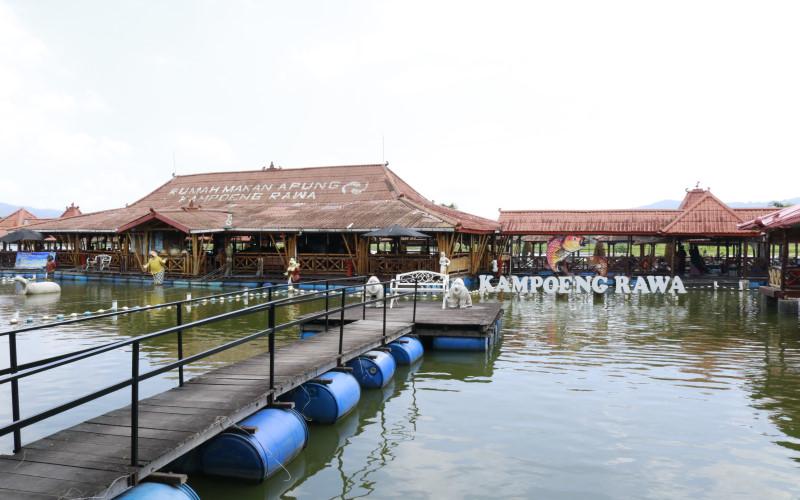 Rumah makan apung, Kampoeng Rawa, jadi alternatif bagi warga Semarang yang ingin menghabiskan waktu bersama keluarga.  -  Bisnis/Muhammad Faisal Nur Ikhsan