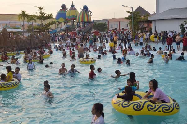 Ilustrasi arena rekreasi water boom. - Antara