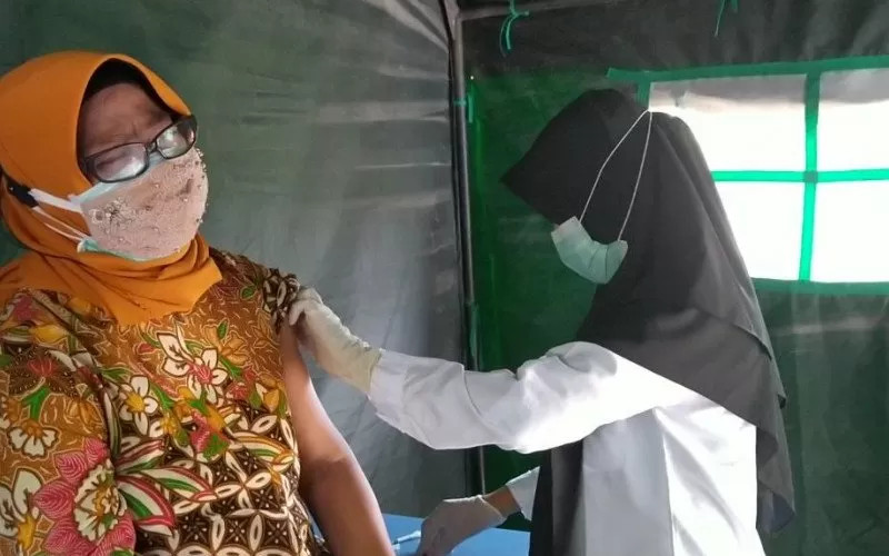 Kegitan vaksinasi lanjut usia (lansia) di Kota Mataram, Provinsi Nusa Tenggara Barat.  - ANTARA