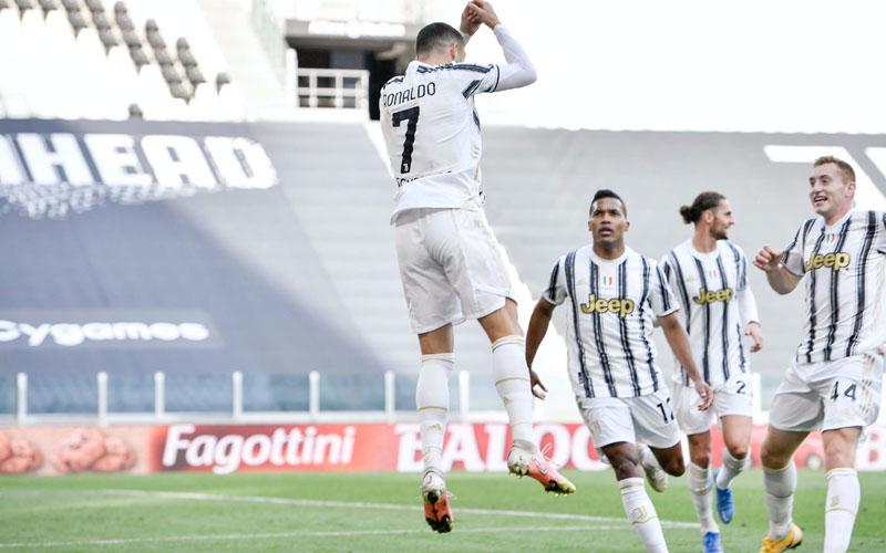 Penyerang Juventus Cristiano Ronaldo (kiri) setelah menjebol gawang Inter Milan.Twitterjuventusfcen
