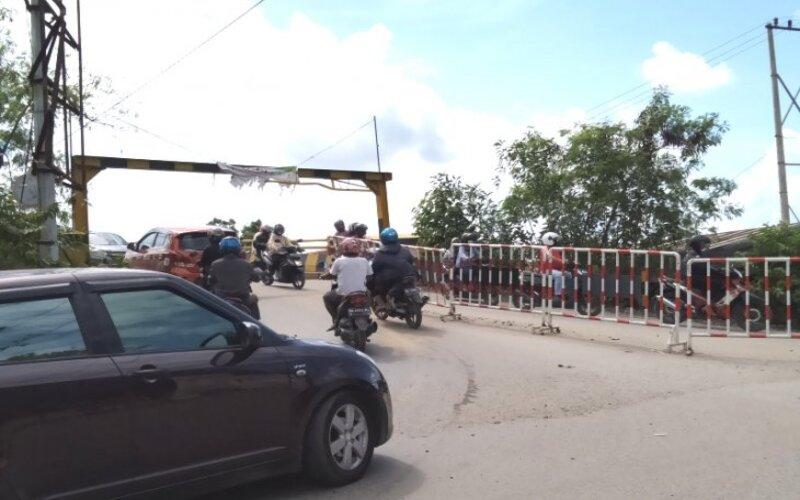 Arus lalulintas terpantau di perbatasan Banjarmasin-Batola, di Kayu Tangi Banjarmasin. - Antara/Sukarli