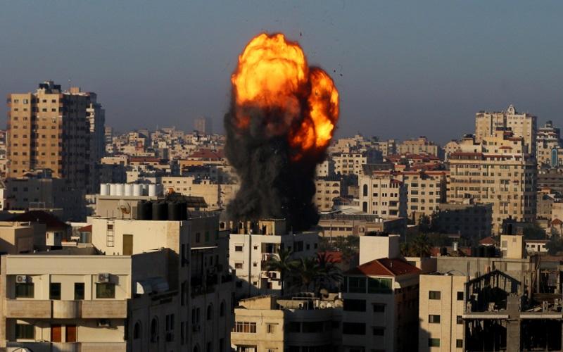 Serangan udara Israel menghancurkan gedung di Palestina  -  Twitter TRT World News