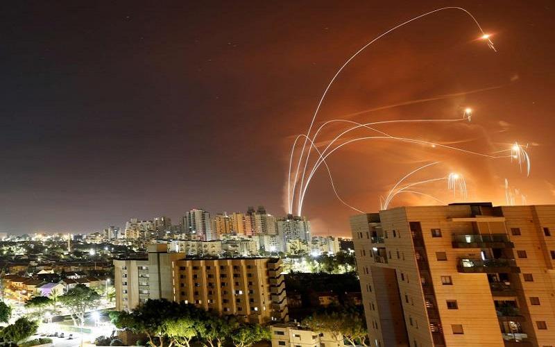 Perang rudal antara tentara Israel vs Hamas Palestina. Israel memiliki sistem pengaman rudal bernama Iron Dome  -  Arab Weekly