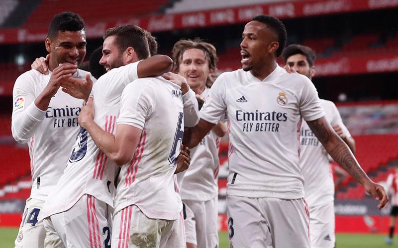 Para pemain Real Madrid merayakan gol ke gawang Athletic Bilbao yang dicetak bek Nacho Fernandez (6, ketiga kiri) dengan memanfaatkan assist Casemiro (kiri), - Twitter@realmadriden