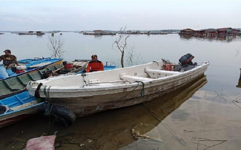 Perahu wisata yang mengalami kecelakaan di Waduk Kedungombo, Kemusu, Boyolali, Sabtu (15/5/2021) - Solopos/Akhmad Ludiyanto