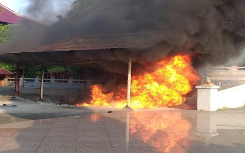 Pusat kebakaran yang terjadi di kompleks Klenteng Sam Poo Kong, Senin (17/5/2021). Diperkirakan, kerugian yang diakibatkan kejadian tersebut mencapai Rp15 juta.  -  Istimewa / Akun Instagram @wisata.sampookong