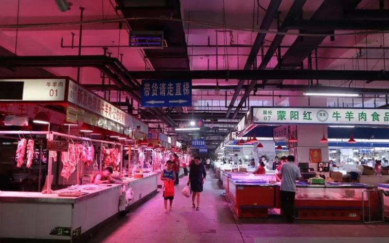 Suasana Pasar Induk Xinfadi di Distrik Fengtai, Beijing, China, pada sore hari 19 Juli 2019.  - ANTARA