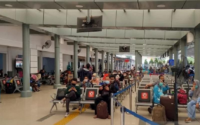 Situasi Stasiun Pasar Senen, Jakarta Pusat, menjelang larangan mudik pada Rabu (5/5/2021). - Antara