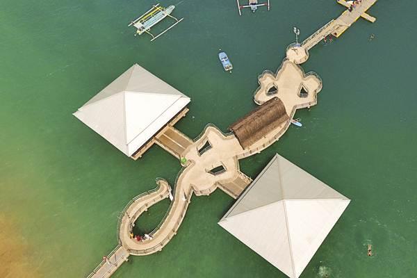 Foto udara pelabuhan Senggigi. - Antara/Ahmad Subaidi