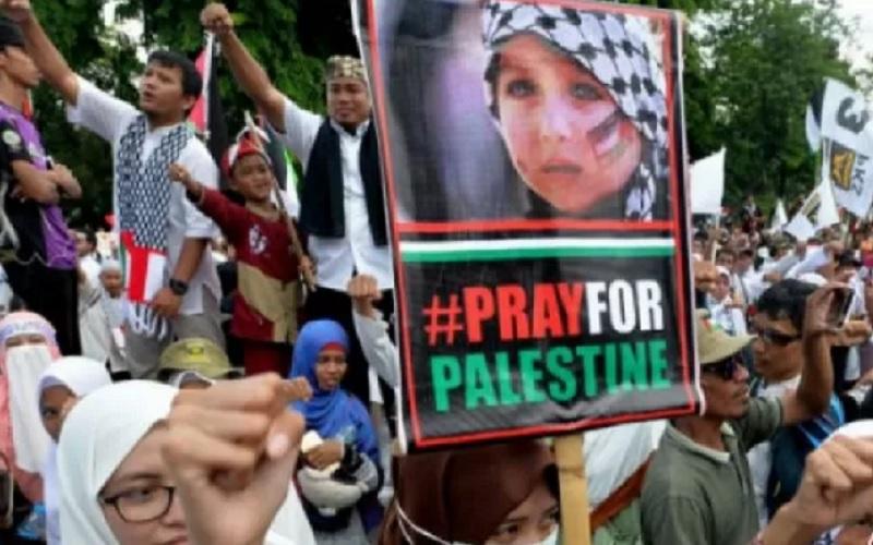 Sejumlah kader Partai Keadilan Sejahtera (PKS) mengikuti Aksi Bela Palestina di depan Kedutaan Besar Amerika Serikat, Jakarta, Minggu (10/12/2017). - Antara