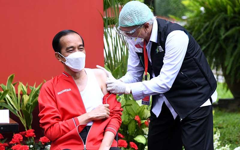 Presiden Joko Widodo bersiap disuntik vaksin CoronaVac untuk kedua kalinya, Rabu (21/1/2021).  - Muchlis Jr / Biro Pers Sekretariat Presiden