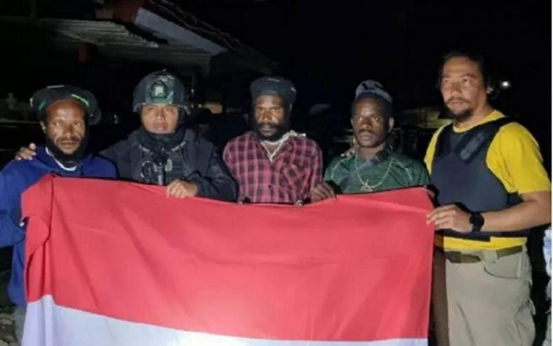 Tiga anak buah Lekagak Telenggen menyerahkan diri ke Yonif 715 MTL/Antara - HO