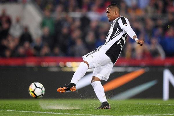 Penyerang sayap Juventus Douglas Costa - Reuters/Alberto Lingria