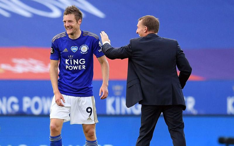 Ujung tombak Leicester City Jamie Vardy (kiri) bersama pelatih Brendan Rodgers - PremierLeague.com