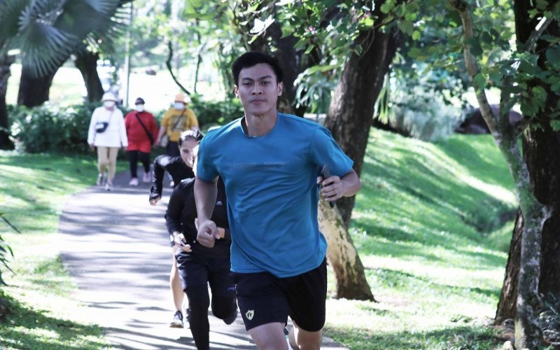Pebulu tangkis nasional tunggal putra Shesar Hiren Rhustavito saat menjalani sesi lari dalam program latihan gabungan Pelatnas PBSI Cipayung di Sentul, Bogor. - /Isitimewa/dokumentasi PP PBSI