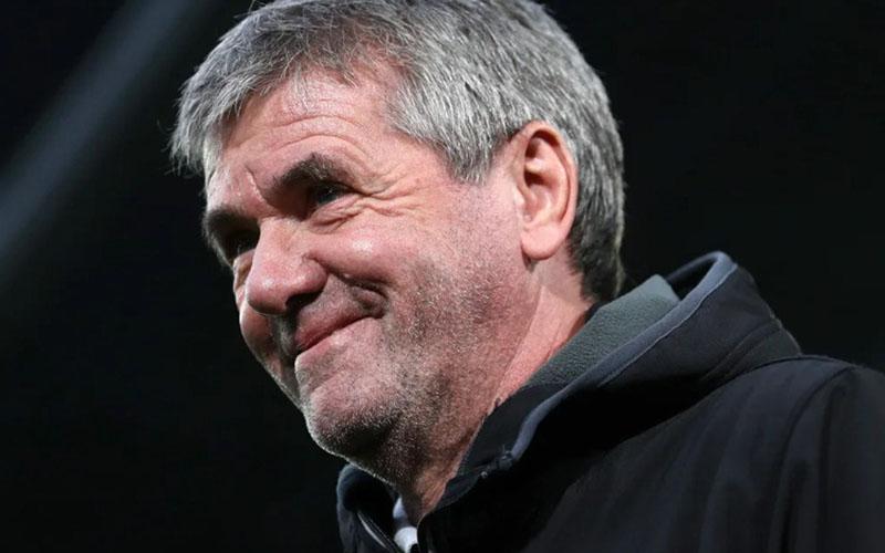 Pelatih Koln Friedhelm Funkel berjuang hingga matchday terakhir untuk bertahan di Bundesliga. - Bundesliga.com