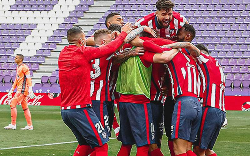 Para pemain Atletico Madrid bersukacita selepas memastikan menjadi juara La Liga Spanyol musim 2020-2021. - Twitter@atletienglish