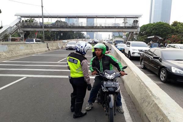 Jalan Layang Non Tol Casablanca Jakarta masih terus dilintasi sepeda motor - TMC Polda Metro Jaya