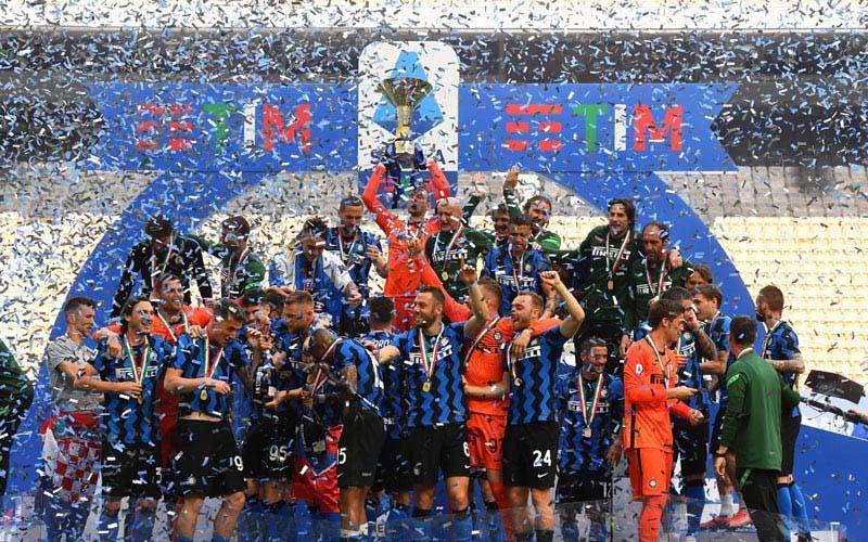 Inter Milan merayakan gelar juara setelah menjalani laga terakhir Serie A 2020-2021 dengan menaklukkan Udinese 5-1 pada Minggu (23/5/2021) malam WIB. - TwitterInter_en