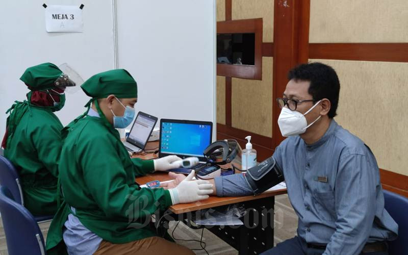 Salah satu peserta vaksinasi untuk karyawan dan dosen di wilayah Jakarta, Jumat (12/3/2021). - Istimewa