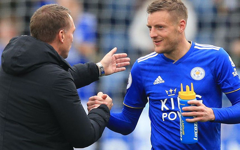 Ujung tombak Leicester City Jamie Vardy (kanan) bersama pelatih Brendan Rodgers. - PremierLeague.com