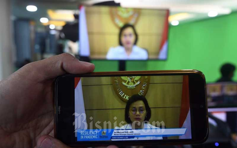 Menteri Keuangan Sri Mulyani memberikan sambutan acara virtual saat acara Bisnis Indonesia Award di Jakarta, Senin (14/12/2020). Bisnis - Abdurachman