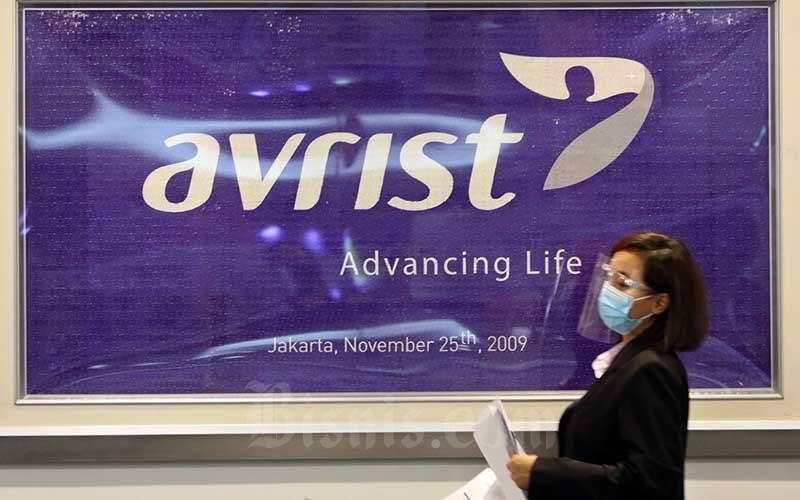 Karyawan beraktivitas di Kantor Avrist Assurance, Jakarta, Senin (24/8/2020). Bisnis - Eusebio Chrysnamurti