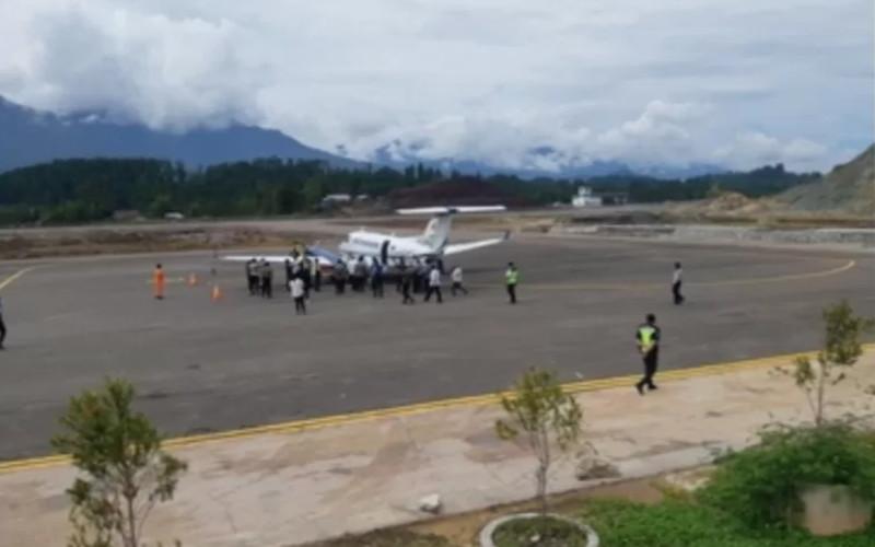 Suasana uji coba operasional Bandara Buntu Kunik di Kabupaten Tana Toraja, Sulsel.  - Antara