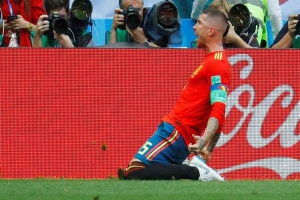 Sergio Ramos, kapten Timnas Spanyol, selepas mencetak gol dalam pertandingan 16 besar Piala Dunia 2018 melawan tuan rumah Rusia. - Reuters