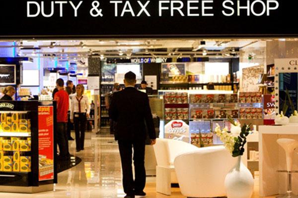 Ilustrasi duty free shop, salah satu pemasukan dari bisnis non-aeronautika bagi pengelola bandara. - Reuters