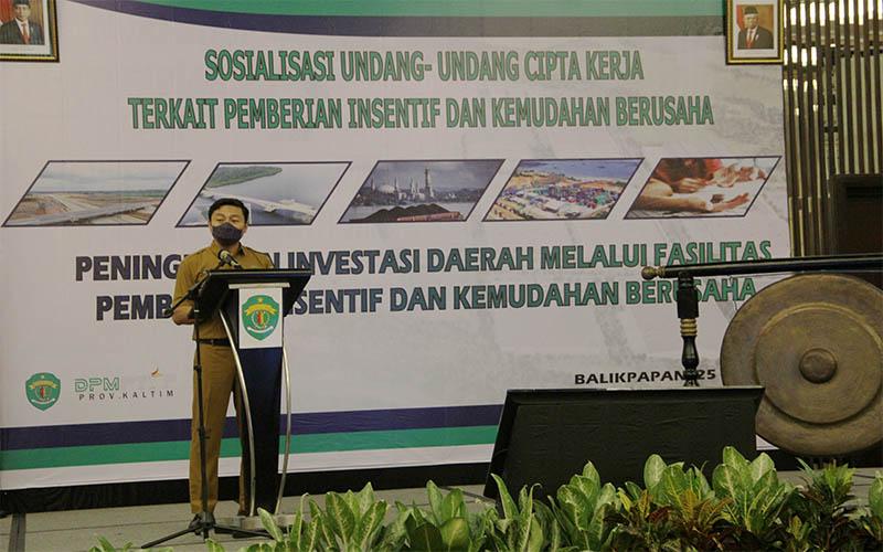 Kepala DPMPTSP Puguh Harianto saat menyampaikan sambutan dalam  Sosialisasi Undang-Undang Cipta Kerja Terkait Pemberian Insentif dan Kemudahan Berusaha di Hotel Novotel Balikpapan. -  JIBI/Muhammad Mutawallie Sya'rawie