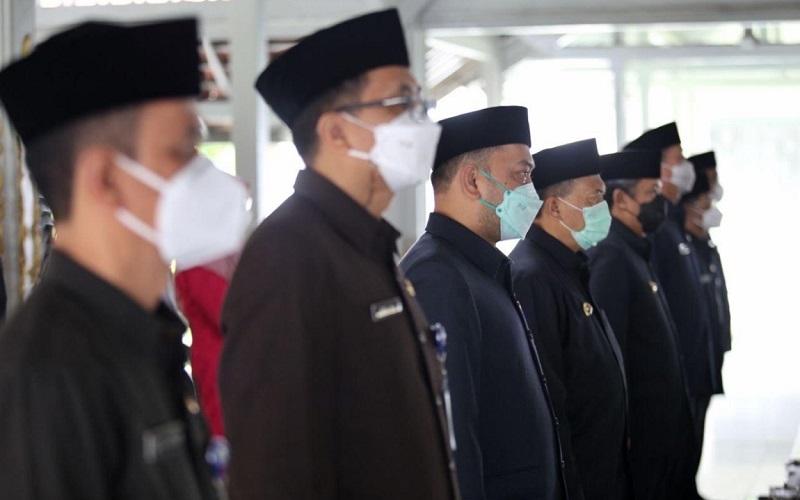 Wali Kota Bandung Oded M Danial pada Pelantikan dan Pengambilan Sumpah Janji PNS Dari dan Dalam Jabatan Pimpinan Tinggi Pratama di Lingkungan Pemkot Bandung di Aula Pendopo Kota Bandung