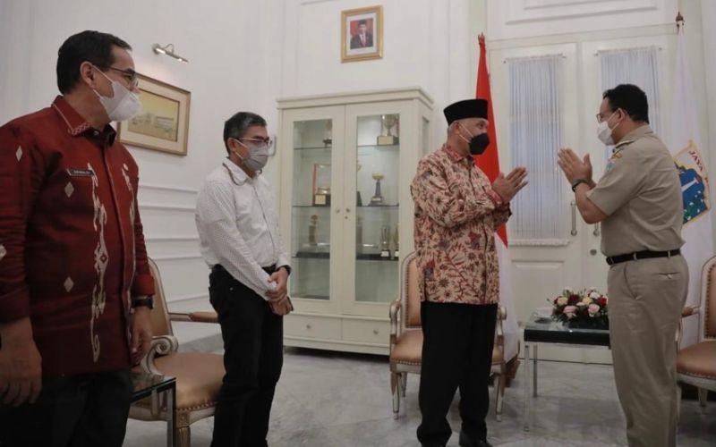 Gubernur DKI Jakarta Anies Baswedan bertemu dengan Gubernur Sumatra BaratMahyeldi Ansharullahdi Balai Kota DKI Jakarta pada Selasa (25/5 - 2021) pagi / Instagram