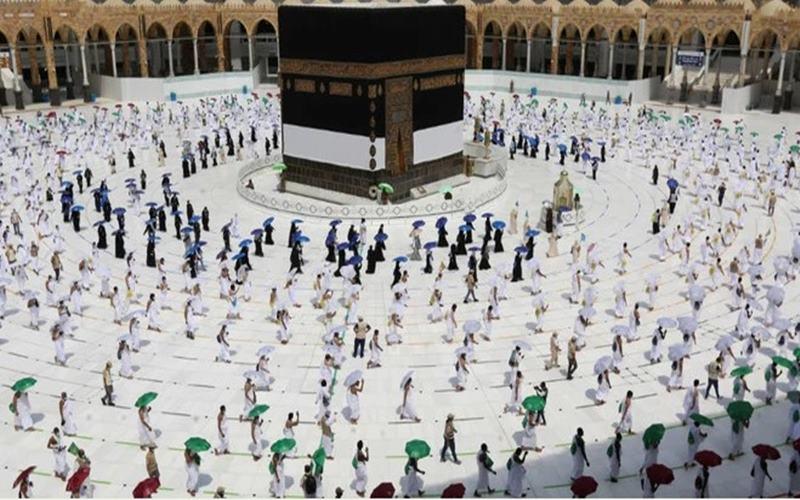 Polisi wanita atau polwan diterjunkan mengawal prosesi ibadah haji di Mekah, Arab Saudi. - arabnews