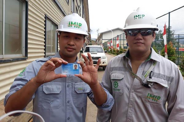 Tenaga kerja asal China yang dipekerjakan di Kawasan Industri Morowali. - Bisnis/David Eka Issetiabudi.