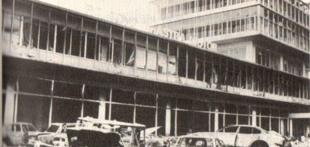 Gedung Astra Motor di Jl. Sudirman saat terkena amuk massa dalam peristiwa Malari