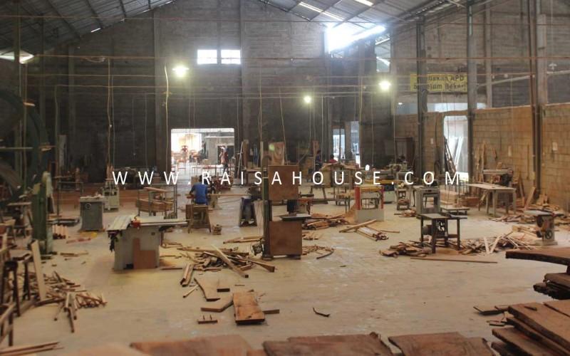Ruang produksi pabrik mebel Raisa House of Excellence di Jepara, Jawa Tengah. (Foto: Istimewa)