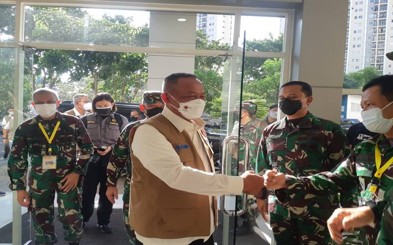 Kepala Badan Nasional Penanggulangan Bencana (BNPB) sekaligus Ketua Satuan Tugas Penanganan Covid-19 yang baru Ganip Warsito mengunjungi Rumah Sakit Darurat Covid-19 Wisma Atlet Kemayoran, Jakarta Pusat, pada Rabu (26/5/2021).  JIBI - Bisnis/Nyoman Ary Wahyudi