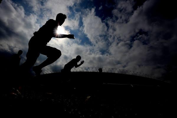 Ilustrasi para pesepak bola tengah berlatih. - Antara