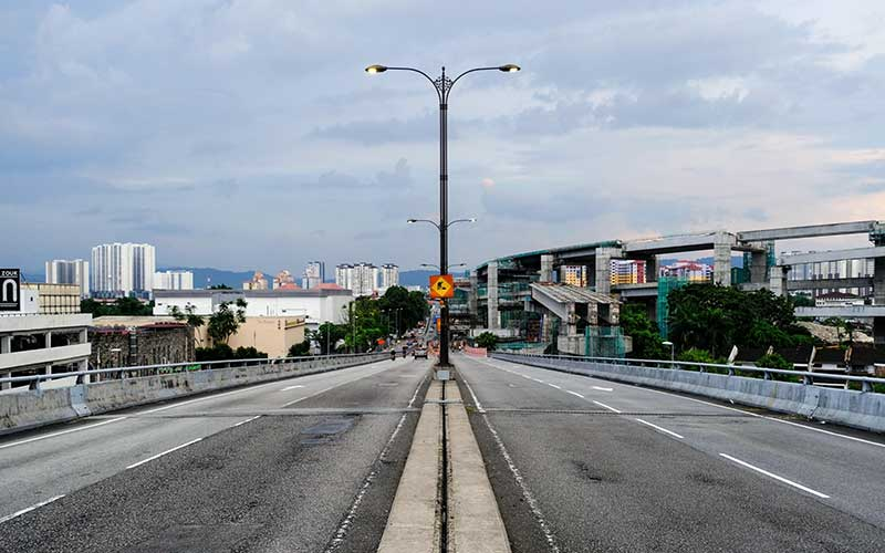 Suasana jalan kosong di Jalan Bulatan Kampung Pandan di Kuala Lumpur, Malaysia, Rabu (18/3/2020). - Bloomberg/Samsul Said