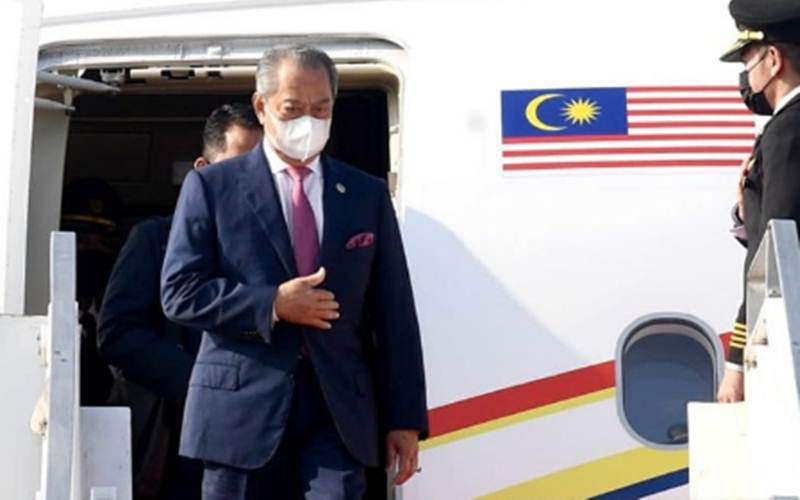 Perdana Menteri Malaysia, Muhyiddin Yassin (kiri) saat tiba di Bandara Internasional Soekarno-Hatta, Tangerang, Provinsi Banten, Sabtu, (24/4/2021)./Antara - Biro Pers Sekretariat Presiden/Rusman