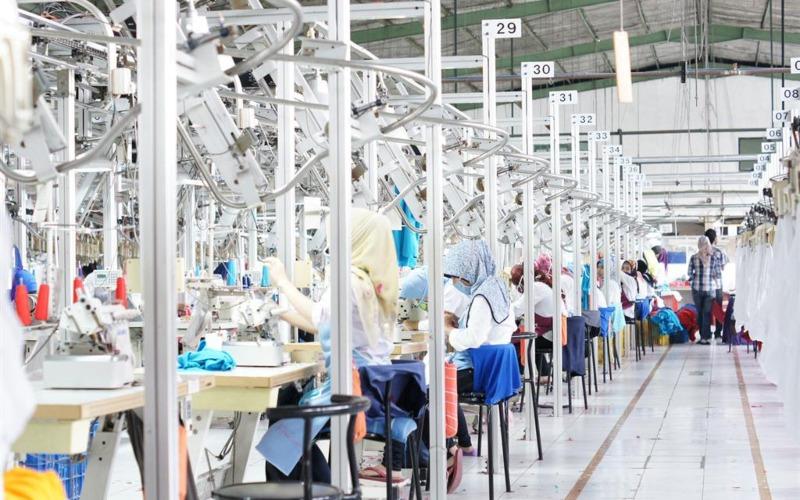 Proses penjahitan produk tekstil di pabrik PT Pan Brothers Tbk.  - panbrotherstbk.com