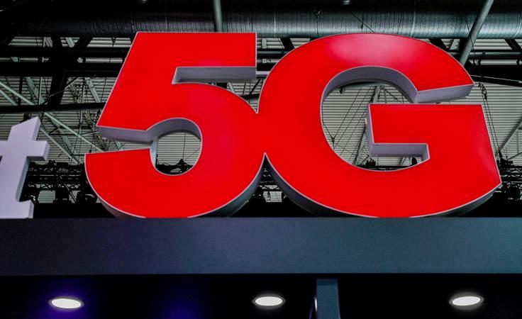 Ilustrasi teknologi 5G. - REUTERS/Yves Herman
