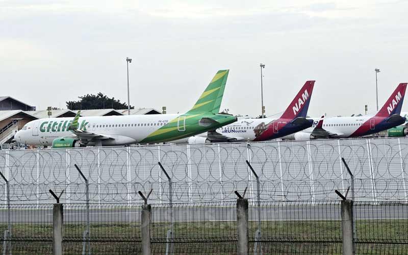Sejumlah pesawat terpakir di Bandara Soekarno Hatta, Tangerang, Banten, Jumat (24/4/2020). Bisnis - Eusebio Chrysnamurti