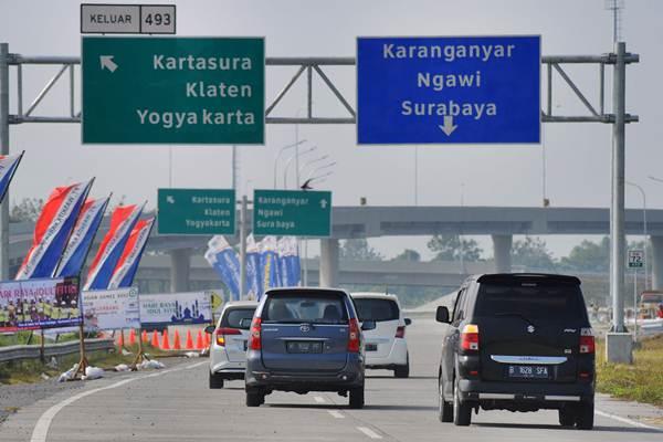 Pengendara mobil melintasi jalan tol fungsional Salatiga-Solo di Banyudono, Boyolali, Jawa Tengah, Jumat (8/6/2018)./ANTARA FOTO - Aloysius Jarot Nugroho