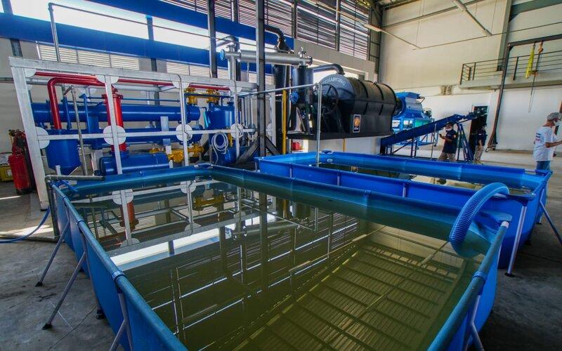 Mesin pengolah sampah plastik menjadi solar yang dikembangkan oleh PT. Geo Trash Management.