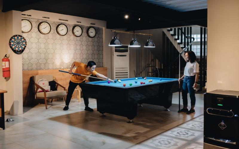 Allstay Hotel Yogyakarta menambah fasilitas Game Room di area lobi untuk menyambut para tamu. Fasilitas ini dapat dimanfaatkan secara bebas oleh para tamu yang ingin menghabiskan lebih banyak waktu di area hotel. (Foto: Istimewa)